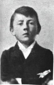 Adolf-Hitler-en-1901-con-12-anos-Wikimedia-commons