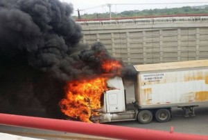 Bloqueos-incendios-limites-Tampico-Altamira_MILIMA20150422_0148_11