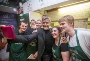 George_Clooney-George_Clooney_cafe_indigentes-George_Clooney_Escocia_MILIMA20151112_0109_11