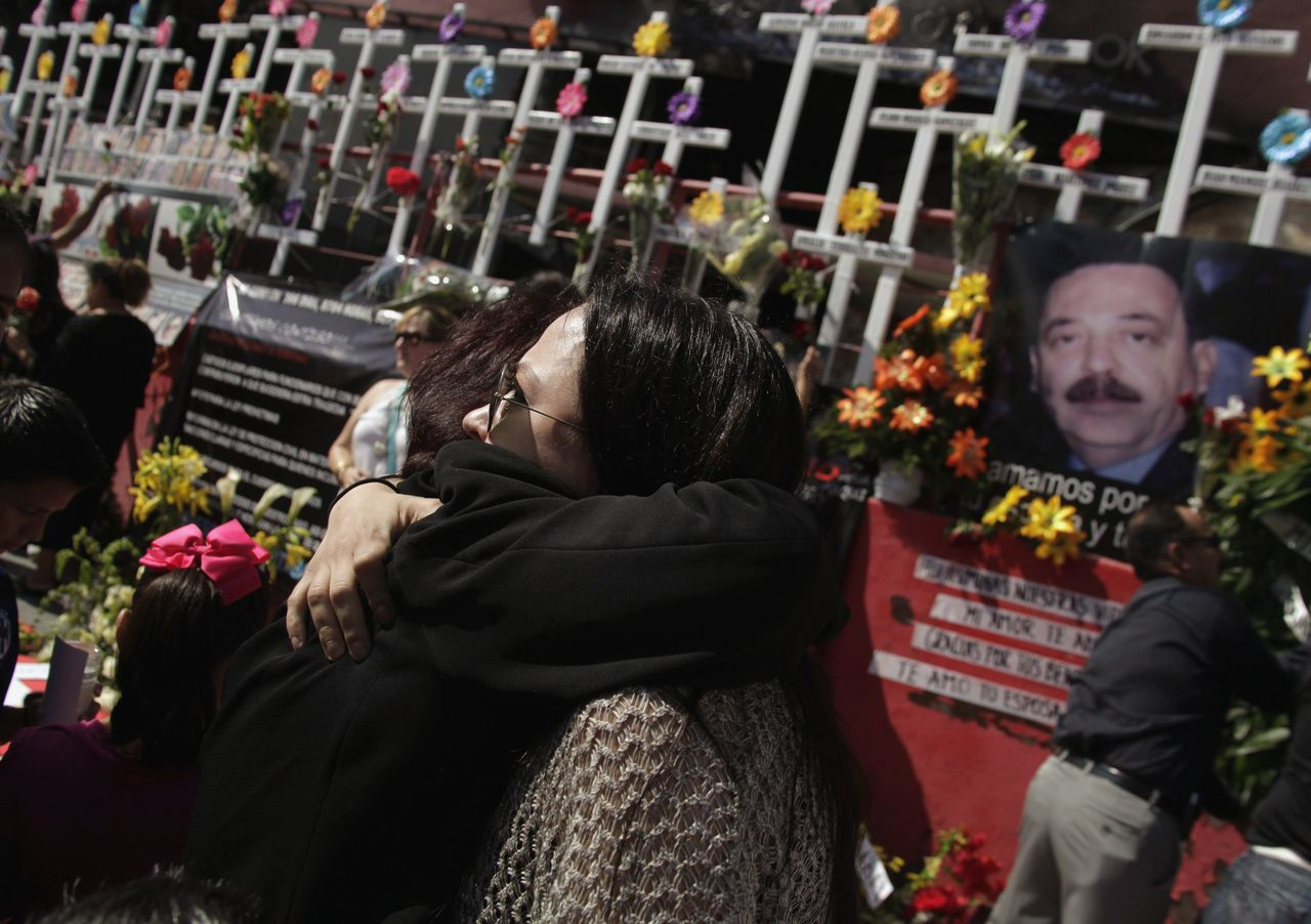 Relatives of victims of an arson attack at a casino embrace each other as they attend an event marking the anniversary of those who died in Monterrey August 25, 2012. Gunmen of the Zetas drug cartel attacked the Casino Royale in August 25, 2011 where 54 people were killed in Nuevo Leon's capital Monterrey, according to local media. REUTERS/Daniel Becerril (MEXICO - Tags: CRIME LAW DRUGS SOCIETY ANNIVERSARY)