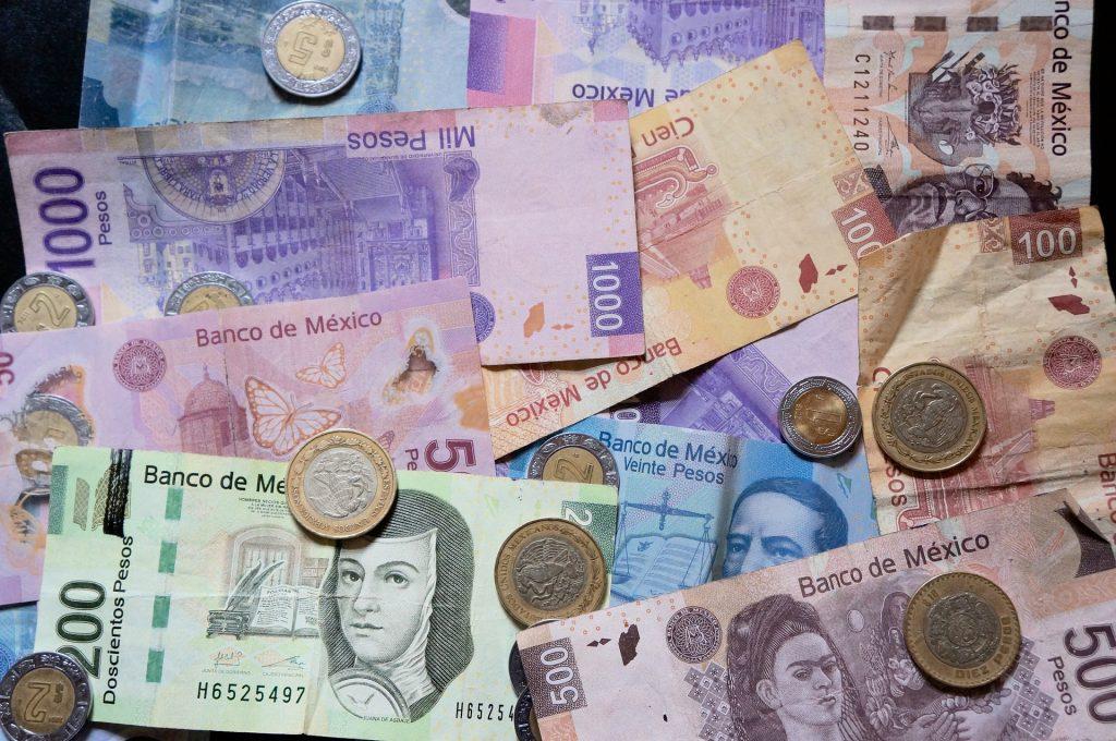 mexican-pesos-916208_1920
